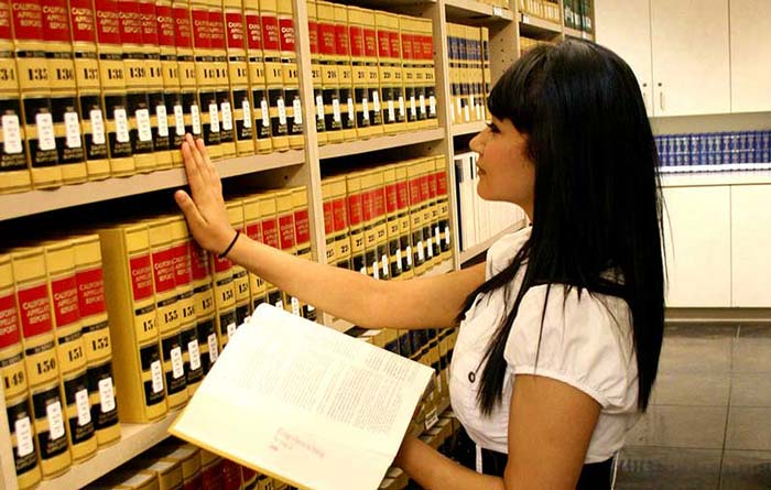 Paralegal library student